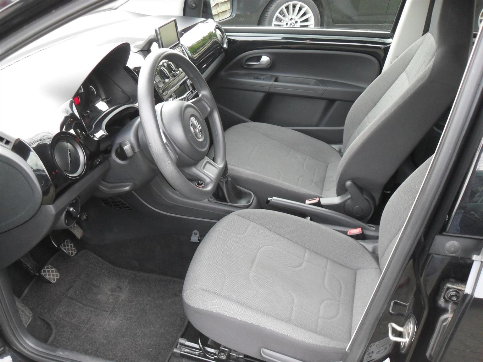Volkswagen-up!-7